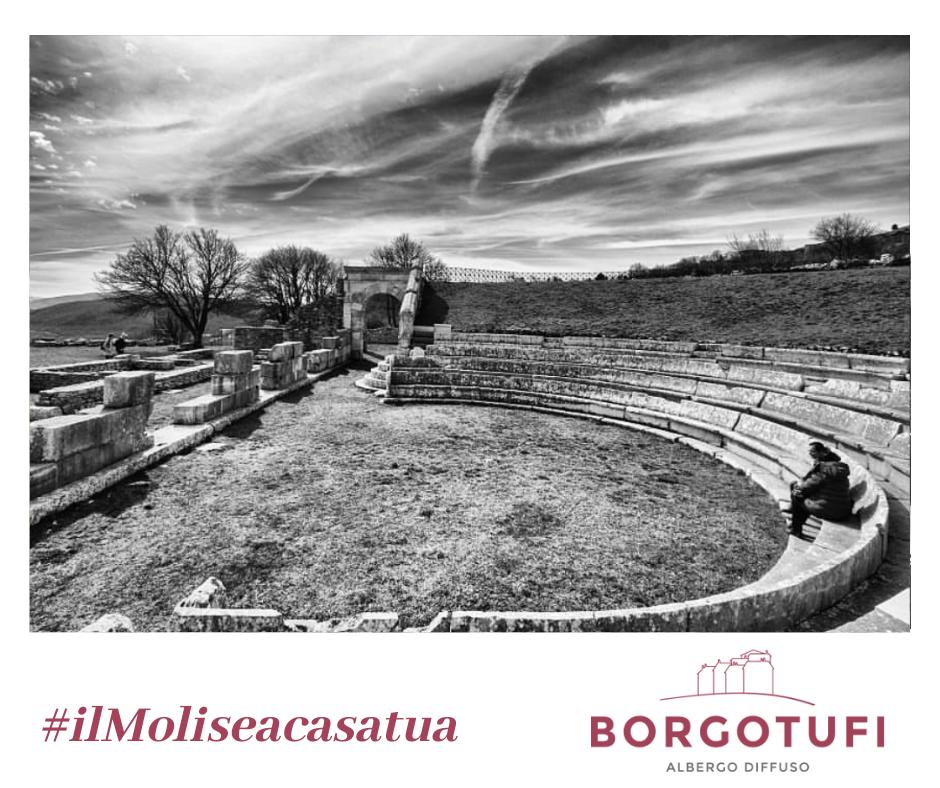 Una foto della campagna #ilMoliseacasatua. Foto del Teatro Sannitico di Pietrabbondante (IS). Credit. Eleonora Mancini